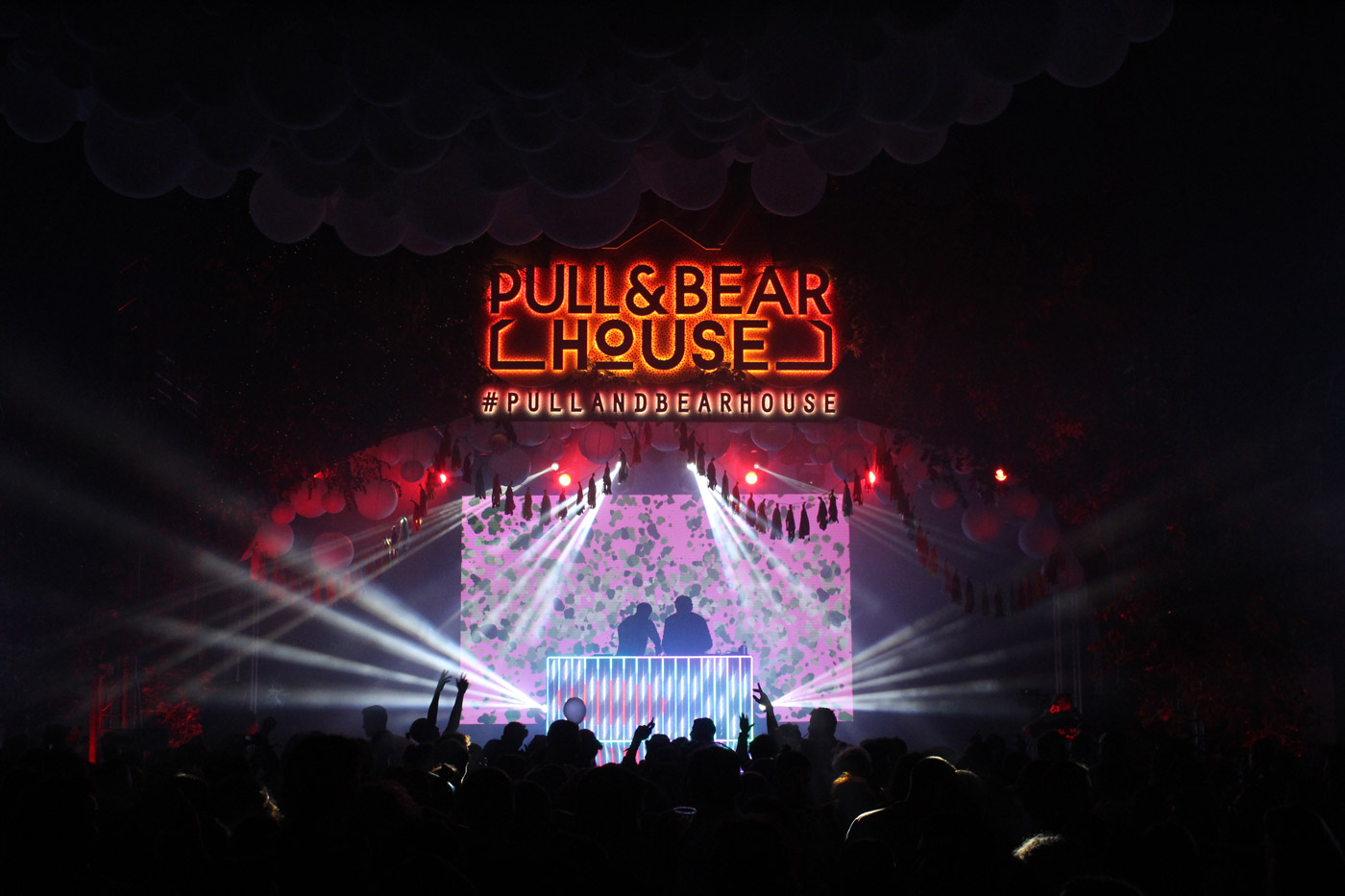 Producción técnica del evento de presentación de la nueva sede de Pull&Bear. Dirección ténica del evento. Gestión de presupuestos de los proveedores audiovisuales...